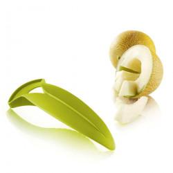 Dao nhựa cắt và bỏ ruột dưa Melon Slicer KM-1333 hàng Nhật - Xanh lá