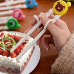 Đũa tập ăn cho bé Gấu Pooh TM12025 xuất Nhật