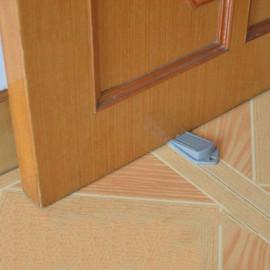 Bộ 2 dụng cụ kẹp chặn chân cánh cửa KM-1343 hàng Nhật