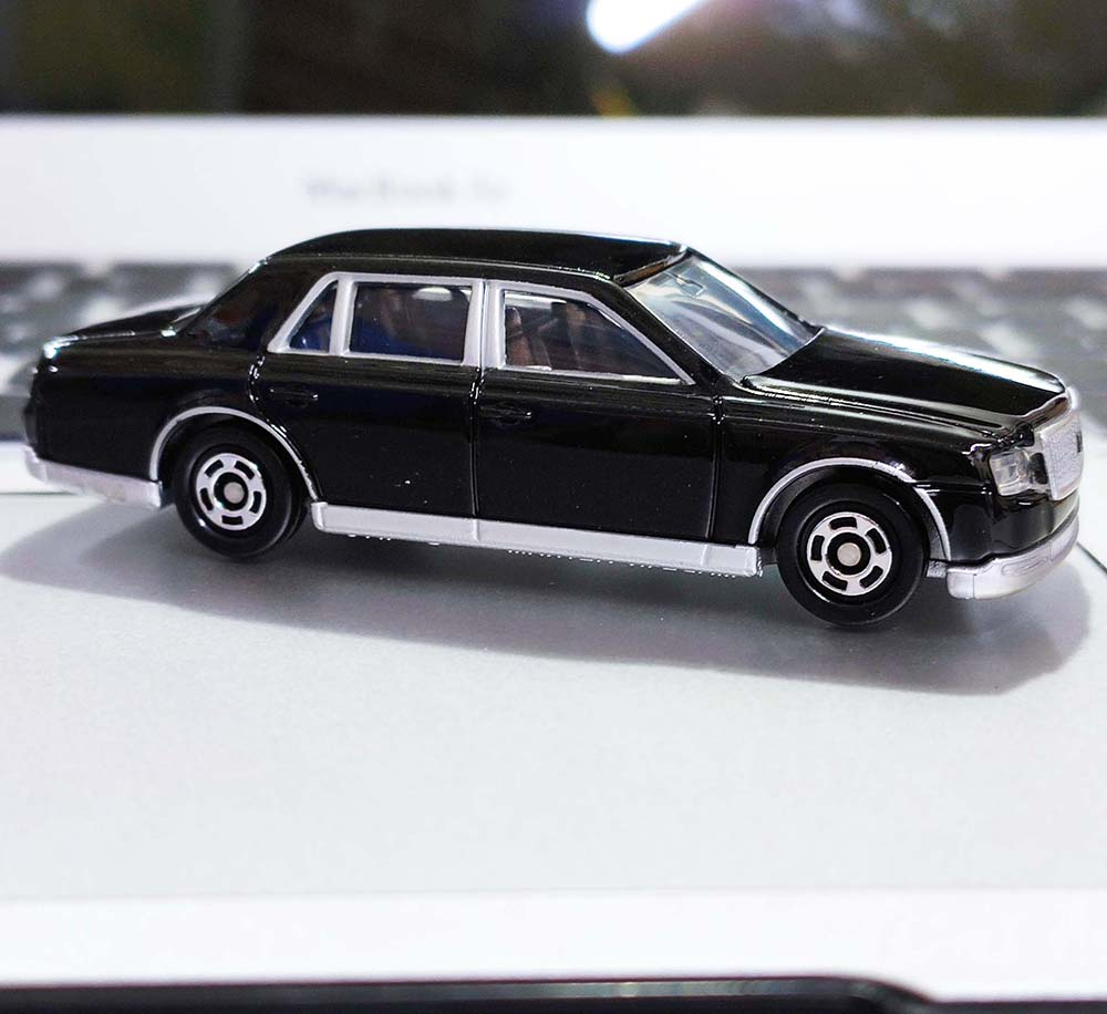 Xe ô tô mô hình Tomica Toyota Century Black No.114