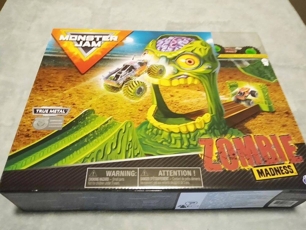 Bộ xe tải mô hình Monster Jam True Metal đối đầu Zombie Madness