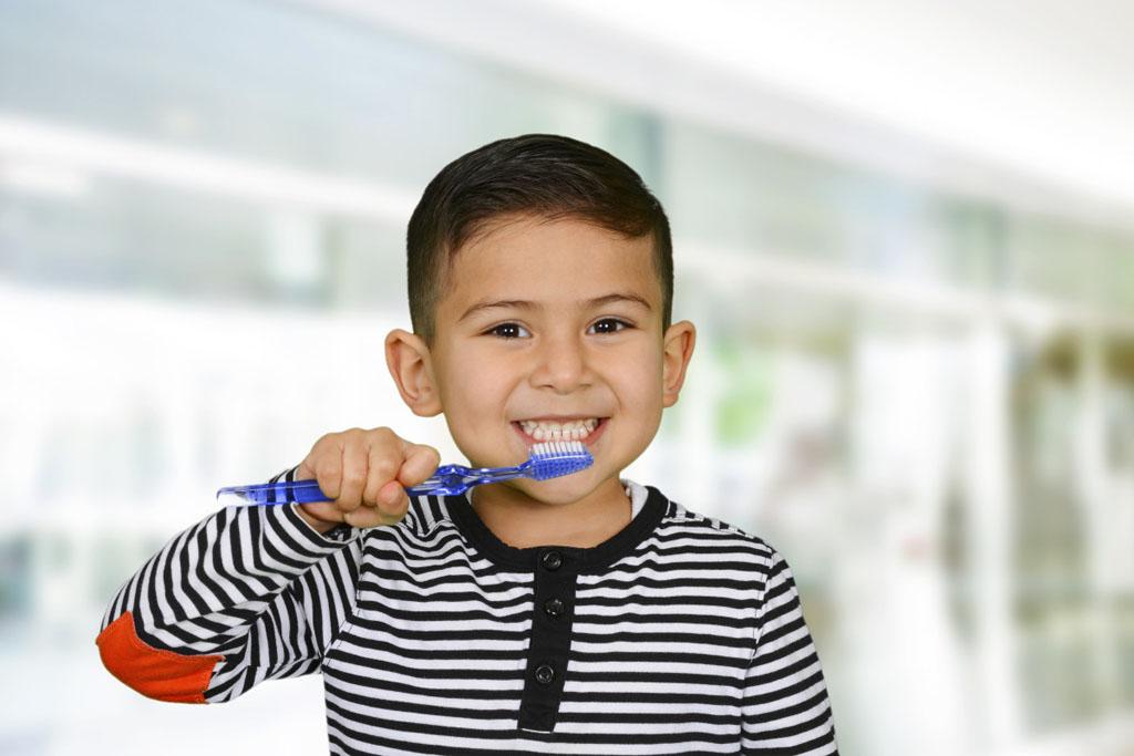 Bàn chải đánh răng trẻ em hình gấu Bijie 088 tặng đồ chơi ô tô McQueen hàng Thái Lan