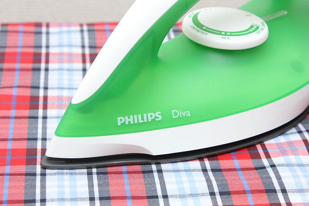 Bàn là khô Philips Diva GC122/79 1200W