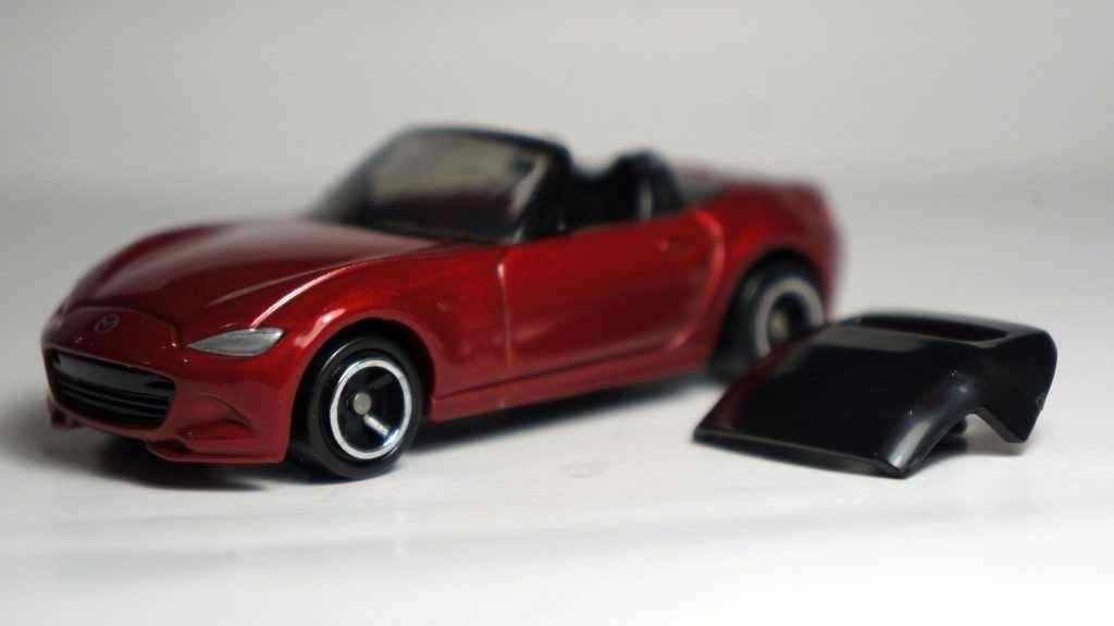 Xe đồ chơi mô hình Tomica 26 Mazda Roadster