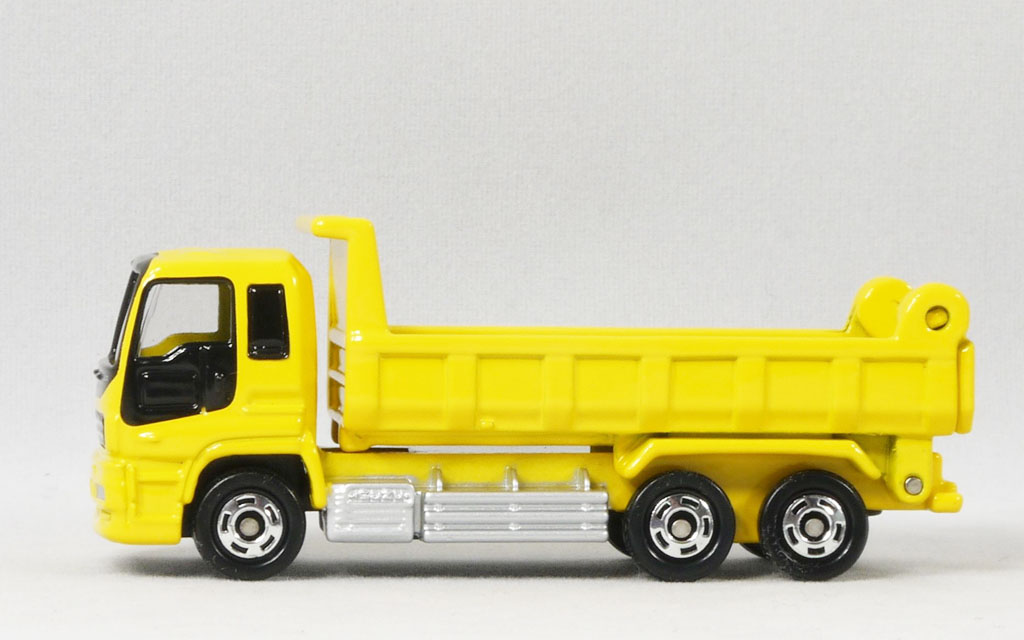 Xe ô tô tải mô hình Tomica Isuzu Giga Dump Truck màu vàng