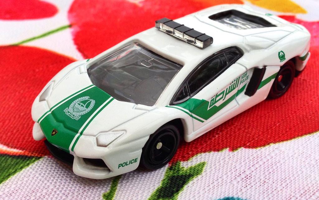 Xe ô tô cảnh sát mô hình Tomica Lamborghini Aventador LP700-4