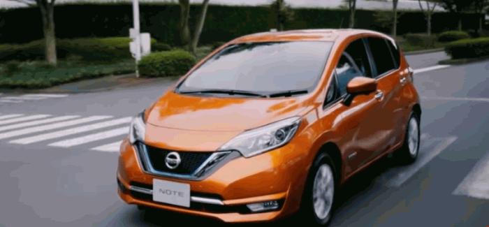 Xe ô tô mô hình Tomica Nissan Note