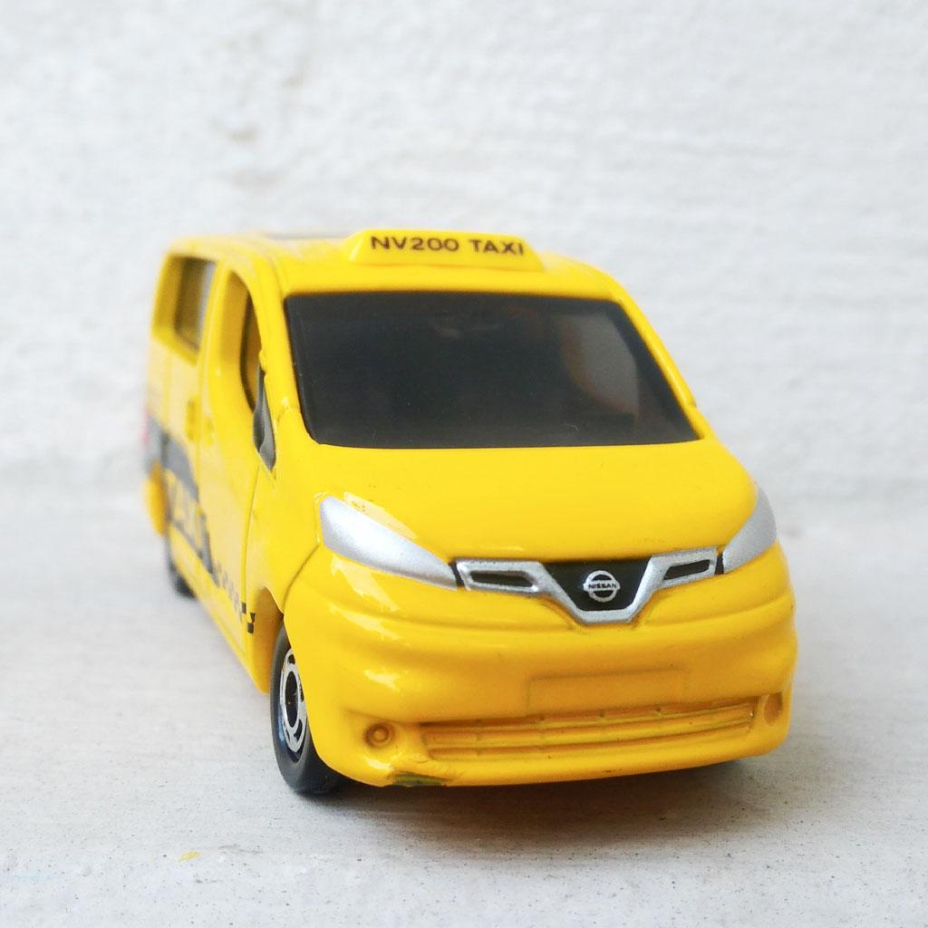 Xe mô hình tĩnh ô tô Tomica Nissan NV200 Taxi