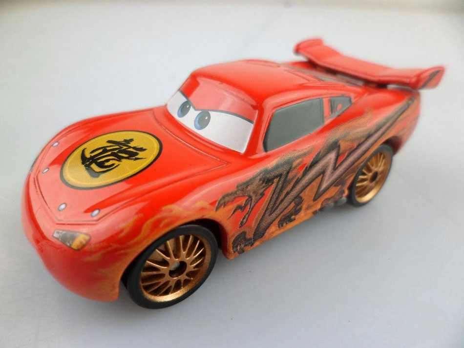 Xe ô tô mô hình Disney Cars Lighting McQueen