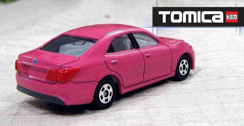 Xe ô tô mô hình Tomica Toyota Crown Athlete 2013 Pink