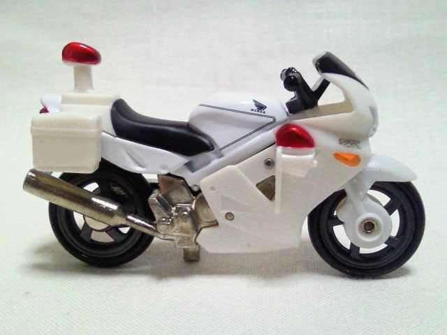Xe motor cảnh sát Tomica Honda VFR 4 tỷ lệ 1/32