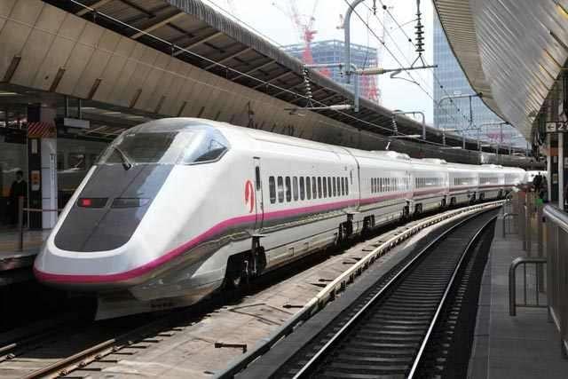 Mô hình tàu siêu tốc chạy pin Takara Tomy Series E3 Shinkansen Komachi