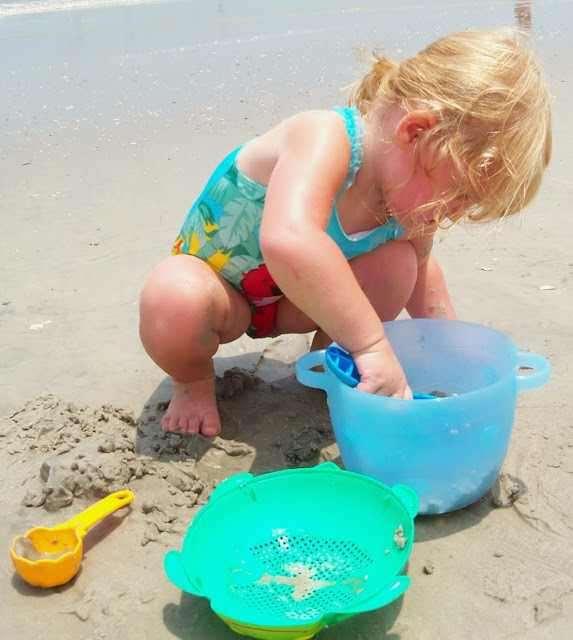 Bộ đồ chơi xúc cát đi biển cho bé hình Gấu xuất Nhật