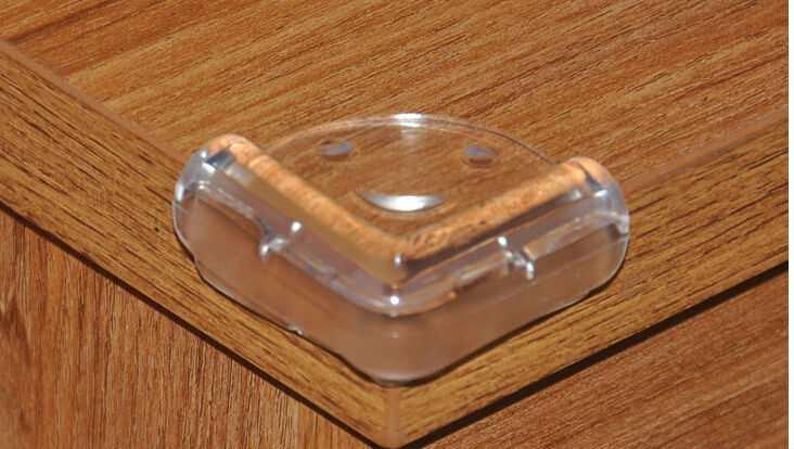 Vỉ 4 miếng nhựa dẻo chặn góc bàn C029-460 hàng Nhật