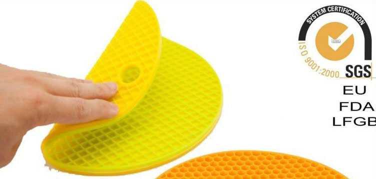 Miếng lót nồi Silicone uốn dẻo đa năng vân tổ ong KM-1296 hàng Nhật