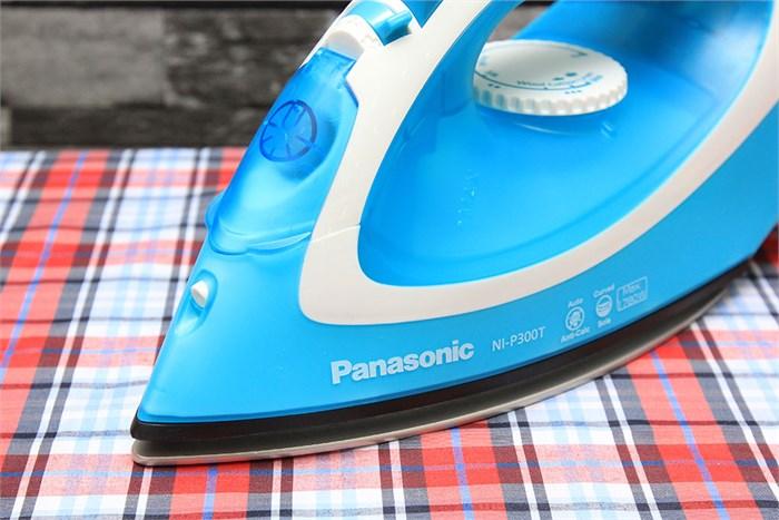 Bàn là hơi nước Panasonic Ni-P300T