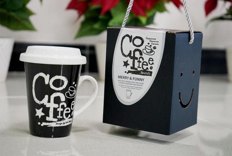 Ly sứ có nắp đậy và quai Lock&lock Merry & Funny SLB008D 370ml - Coffee Brunch