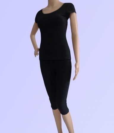bộ tập yoga dáng lửng màu đen