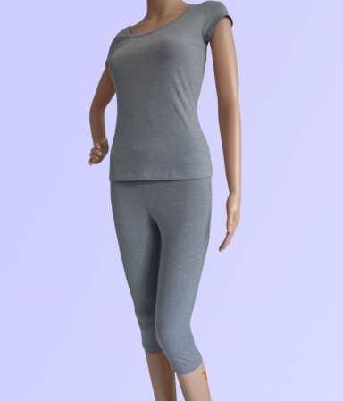 bộ tập yoga áo có tay quần dáng lửng màu xám mell