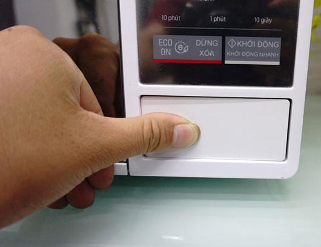 Lò vi sóng điện tử 23L có nướng LG MH6343DAR công suất 1200W